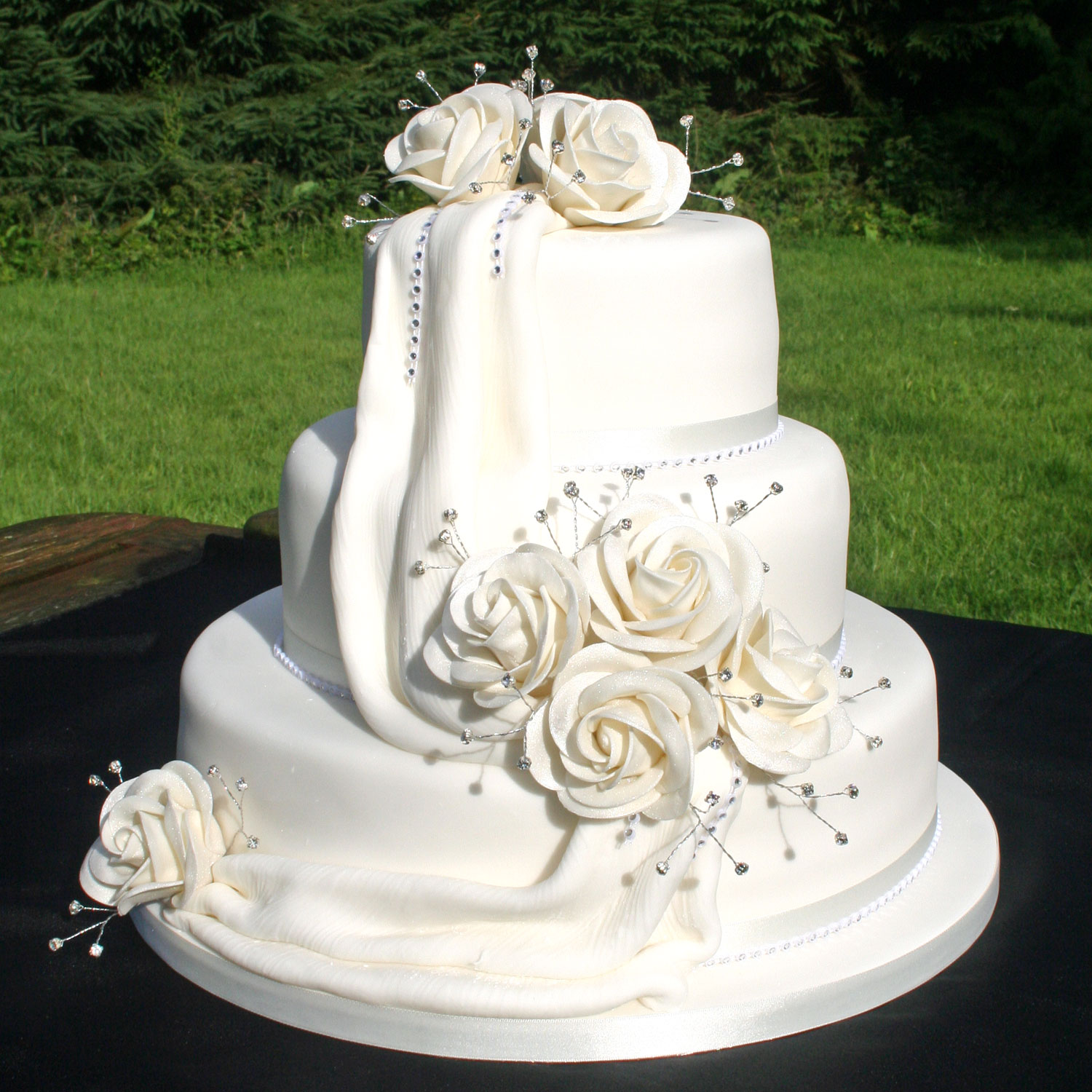 Square Wedding Cake Pictures Flowers
